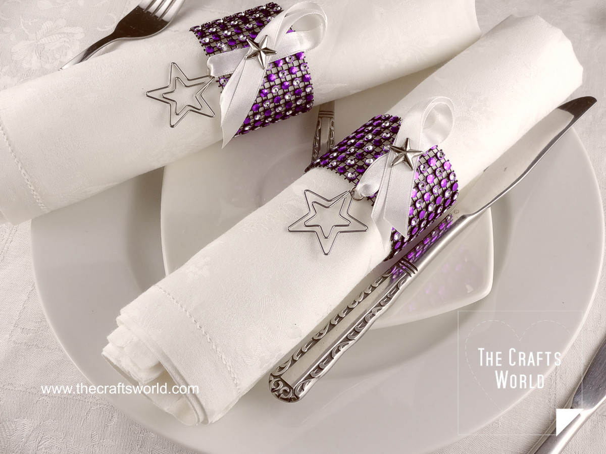 Napkin ring with rhinestone mesh