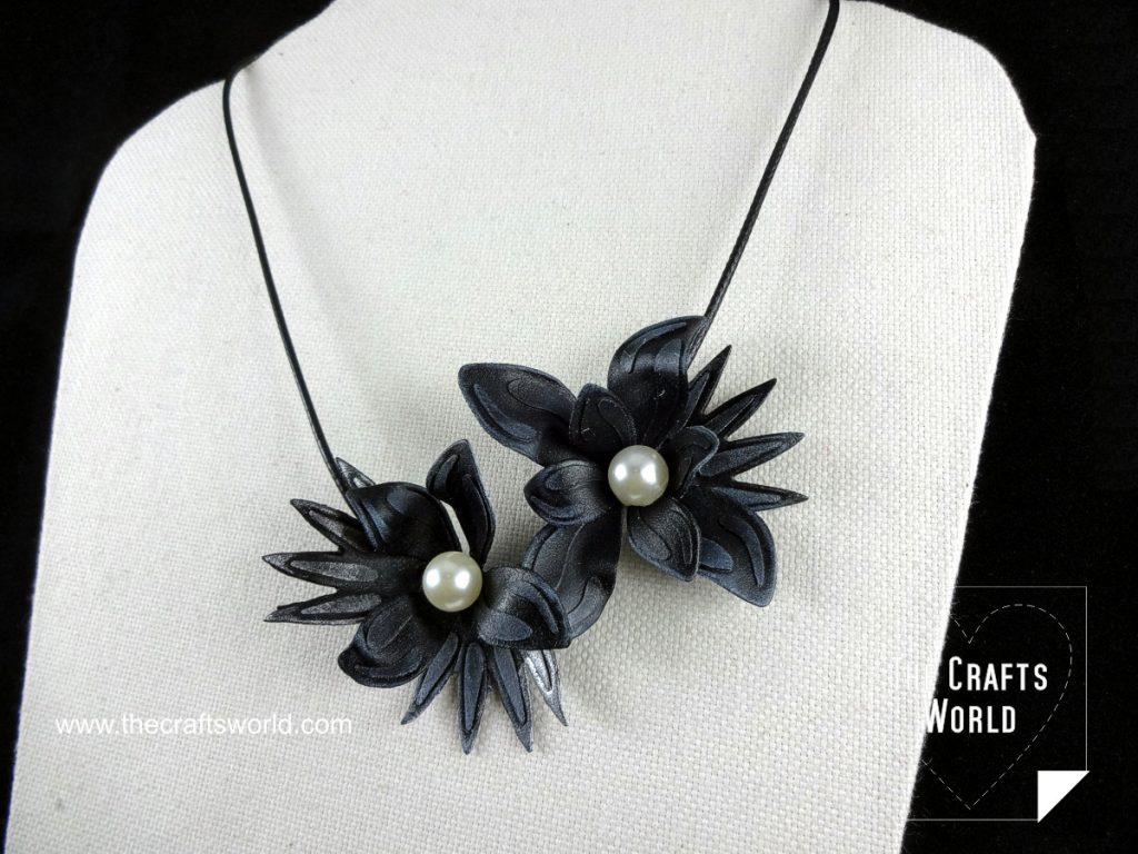 Worbla flowers necklace close